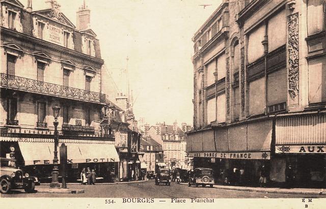 Bourges (18) La place Planchat CPA