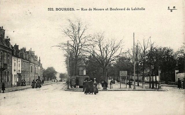 Bourges (18) La rue de Nevers CPA