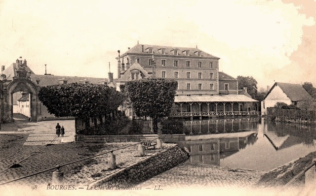 Bourges (18) Le clos des Bénédictins CPA
