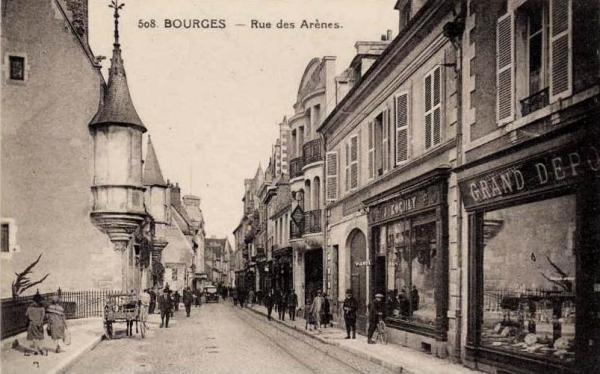 Bourges (Cher) La rue des Arènes CPA