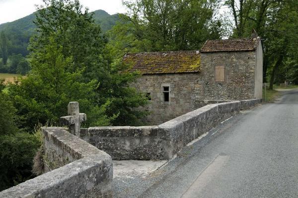 Ceilhes-et-Rocozels (Hérault) Le pont roman