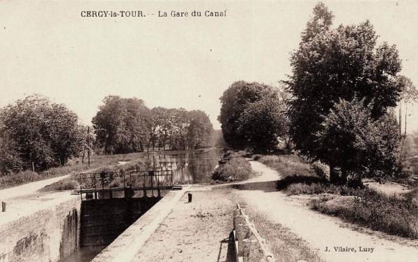 Cercy-la-Tour (Nièvre) L'écluse du canal du Nivernais CPA