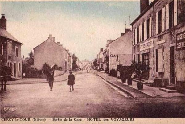 Cercy-la-Tour (Nièvre) L'Hôtel des Voyageurs CPA