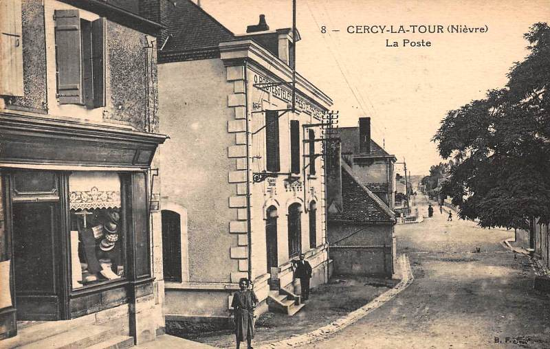 Cercy-la-Tour (Nièvre) Le bureau de Poste CPA