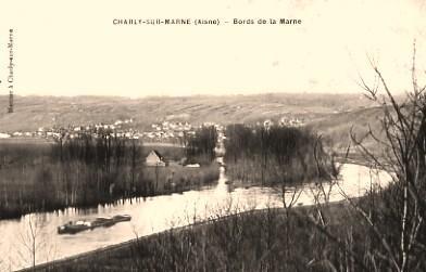 Charly-sur-Marne (Aisne) CPA Bords de la Marne