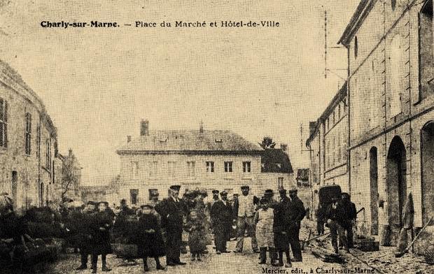 Charly-sur-Marne (Aisne) CPA Hôtel de ville et place du marché