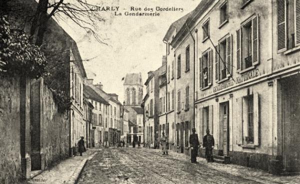 Charly-sur-Marne (Aisne) CPA Rue des Cordeliers et gendarmerie