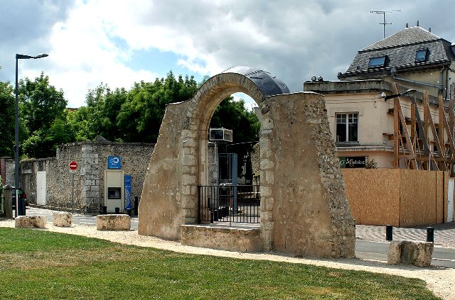 Chartres (28) L'église Sainte-Foy, portail roman