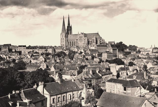 Chartres (28) La cathédrale, vue aérienne CPA