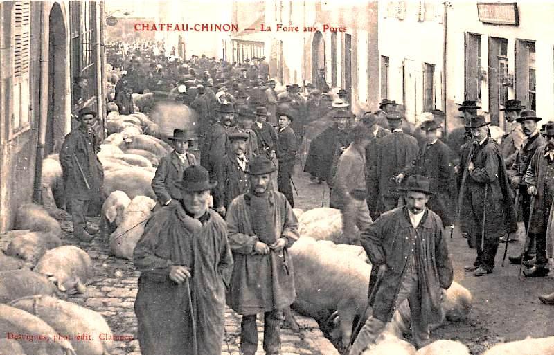 Château-Chinon (Nièvre) La foire aux porcs CPA