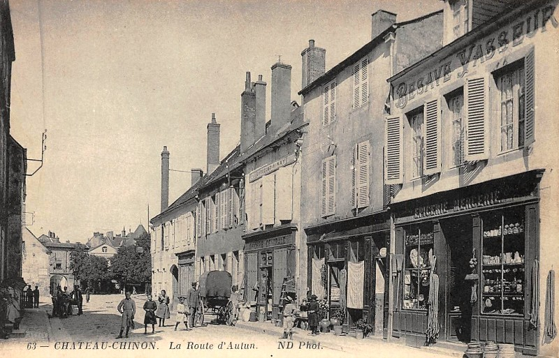 Château-Chinon (Nièvre) La route d'Autun CPA
