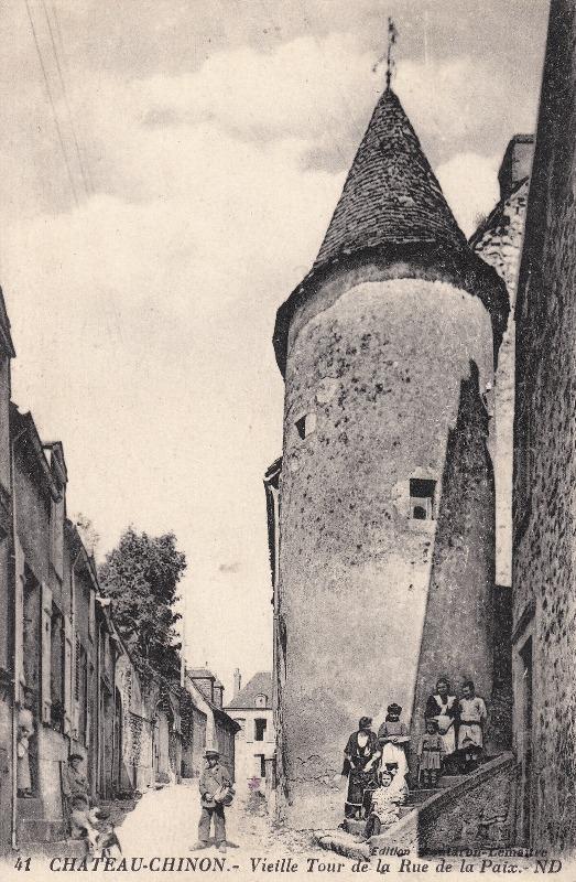 Château-Chinon (Nièvre) La vieille tour, rue de la Paix CPA