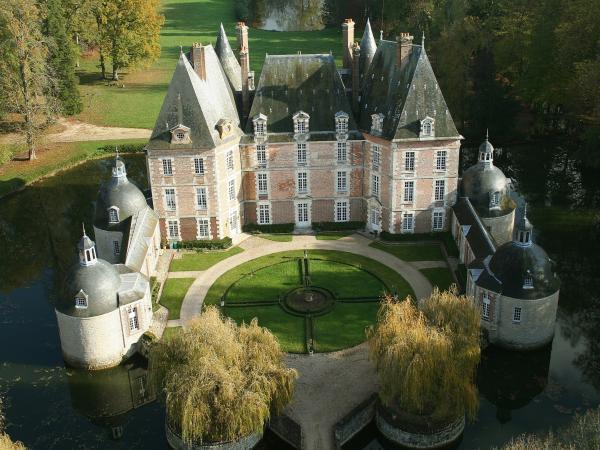 Château-Renard (45) Château de la Motte, vue aérienne