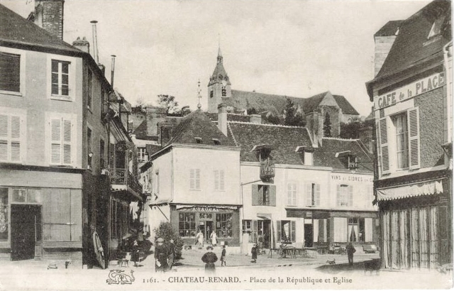 Château-Renard (45) Place de la République CPA
