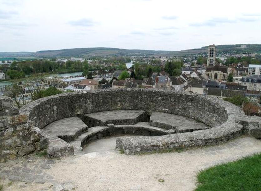 Château-Thierry (Aisne) La tour où Charles III le Simple est emprisonné