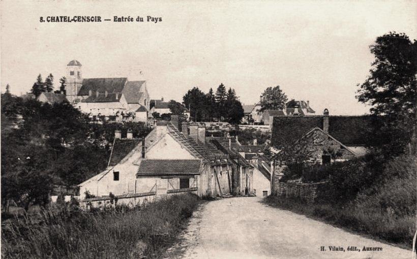 Châtel-Censoir (89) L'entrée du village CPA