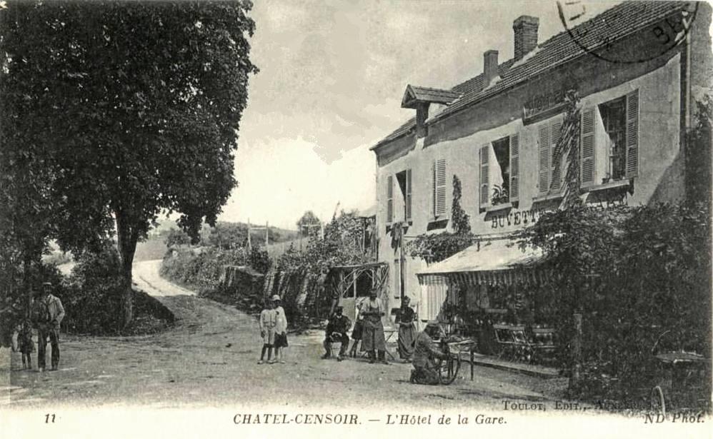 Châtel-Censoir (89) L'hôtel de la gare CPA