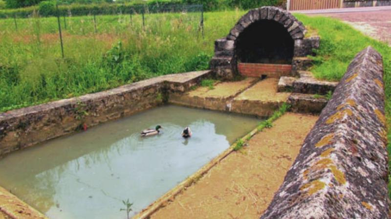 Châtillon-en-Bazois (Nièvre) Frasnay, le lavoir