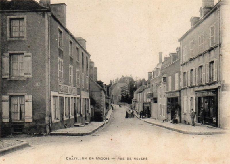 Châtillon-en-Bazois (Nièvre) La rue de Nevers CPA