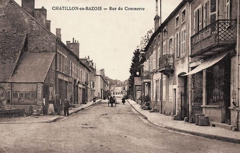 Châtillon-en-Bazois (Nièvre) La rue du commerce CPA
