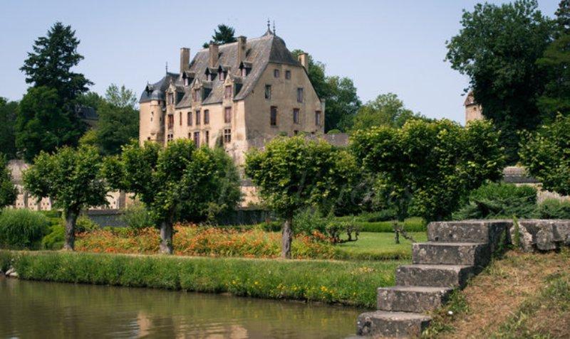 Châtillon-en-Bazois (Nièvre) Le château