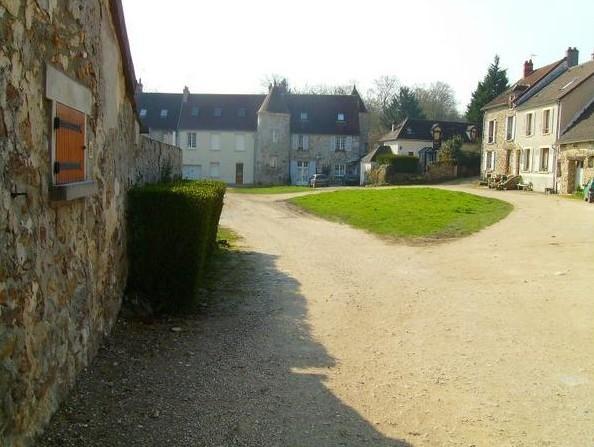 Chézy-sur-Marne (Aisne) Cour des Tournelles