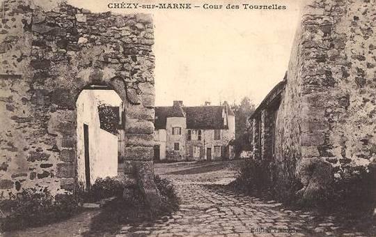 Chézy-sur-Marne (Aisne) CPA Cour des Tournelles