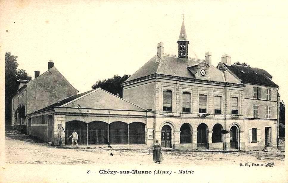 Chézy-sur-Marne (Aisne) CPA Mairie et marché