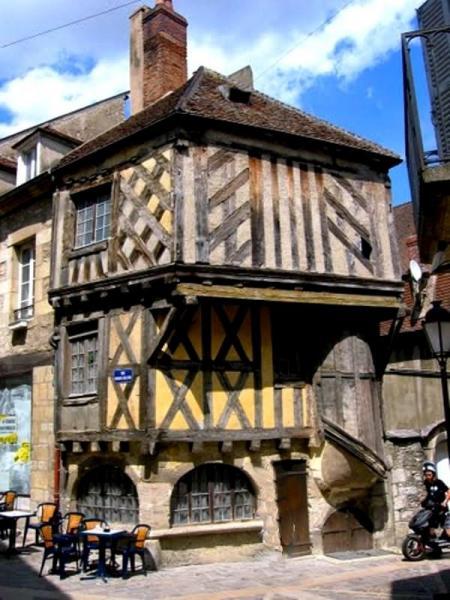 Clamecy (Nièvre) La maison du Tisserand