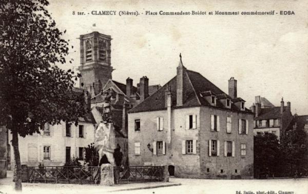 Clamecy (Nièvre) La place du Commandant Boidot CPA