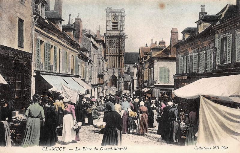 Clamecy (Nièvre) La place du marché CPA