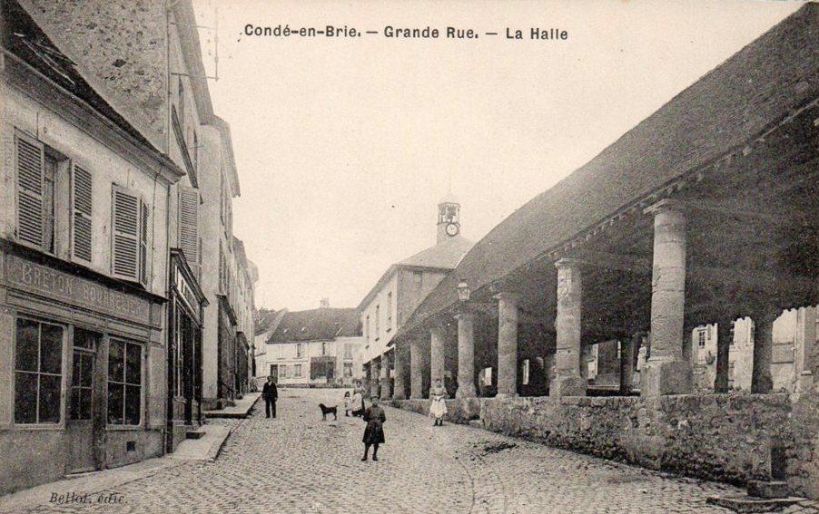 Condé-en-Brie (Aisne) CPA La halle et la grande rue