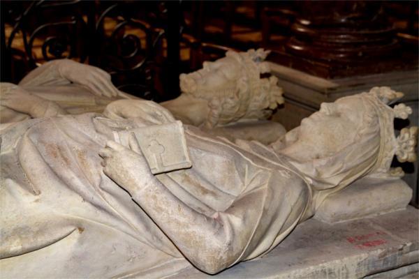 Constance d'Arles et Robert II, gisants de la basilique Saint-Denis