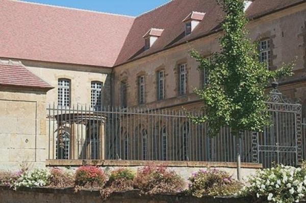 Corbigny (Nièvre) L'abbaye