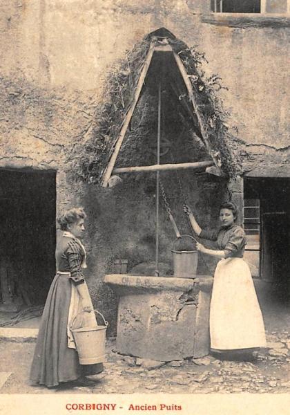 Corbigny (Nièvre) Un ancien puits à eau CPA