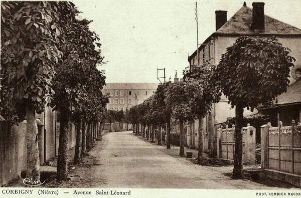 Corbigny (Nièvre) L'avenue Saint Léonard CPA