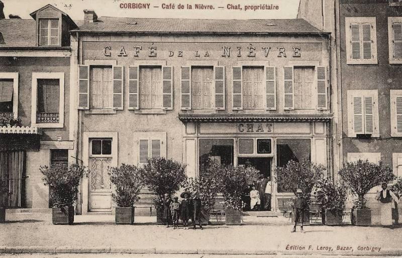 Corbigny (Nièvre) Le café de la Nièvre CPA