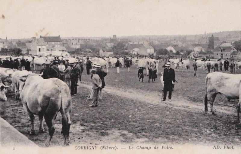 Corbigny (Nièvre) Le champ de Foire CPA