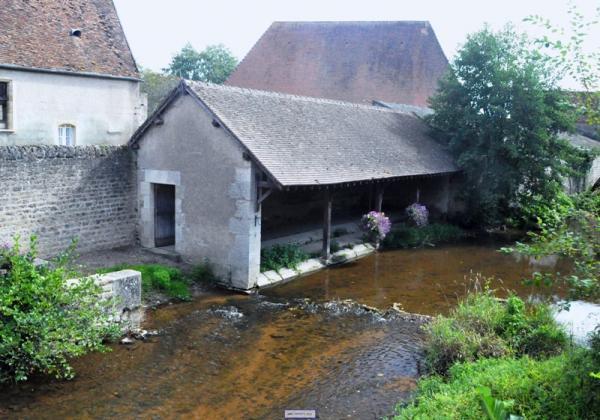 Corbigny (Nièvre) Le lavoir