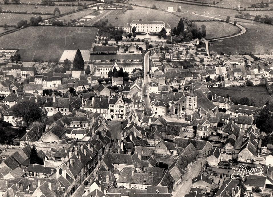 Corbigny (Nièvre) Vue générale CPA