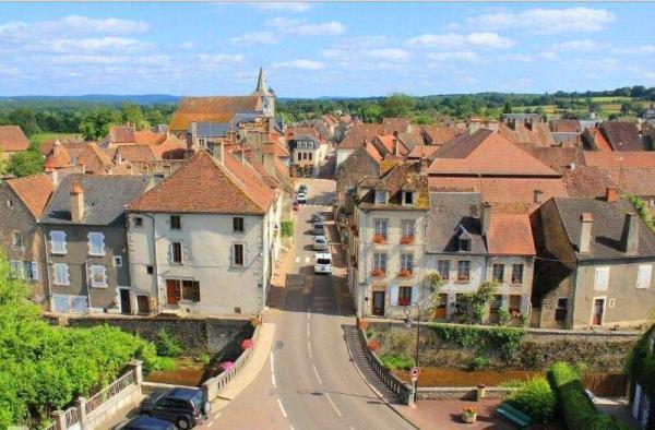Corbigny (Nièvre) Vue générale
