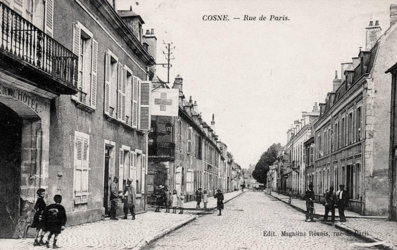 Cosne-Cours-sur-Loire (Nièvre) La route de Paris CPA
