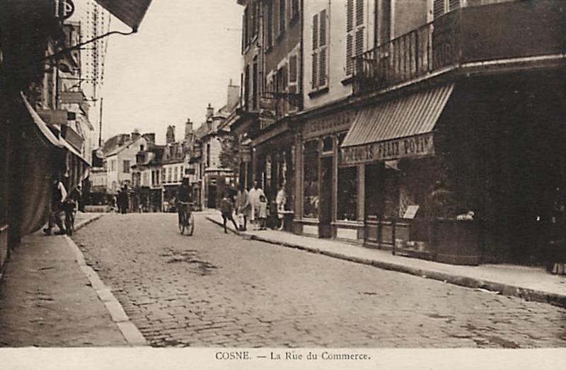 Cosne-Cours-sur-Loire (Nièvre) La rue du commerce CPA
