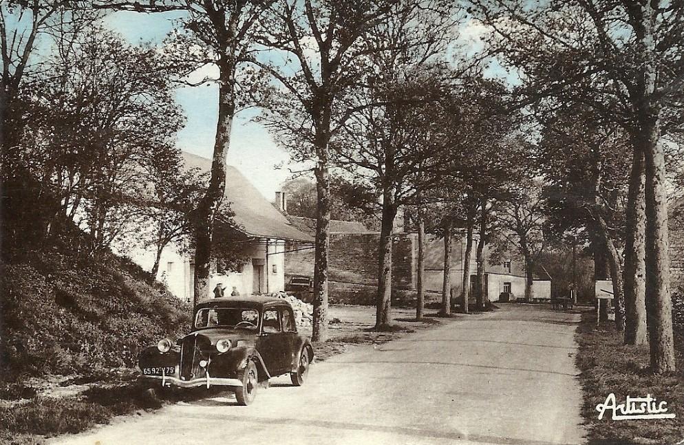 Courson-les-Carrières (89) L'entrée du village CPA