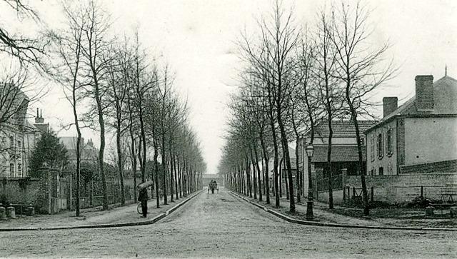 Courtenay (45) Avenue de la Gare CPA