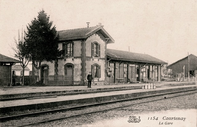Courtenay (45) Gare CPA