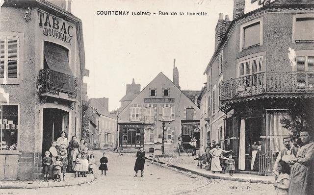 Courtenay (45) Rue de la Leurette CPA