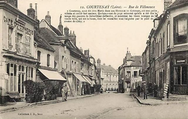 Courtenay (45) Rue de Villeneuve CPA
