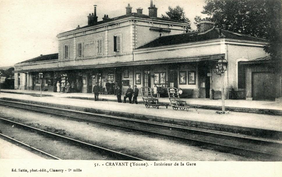 Cravant (89) La gare CPA