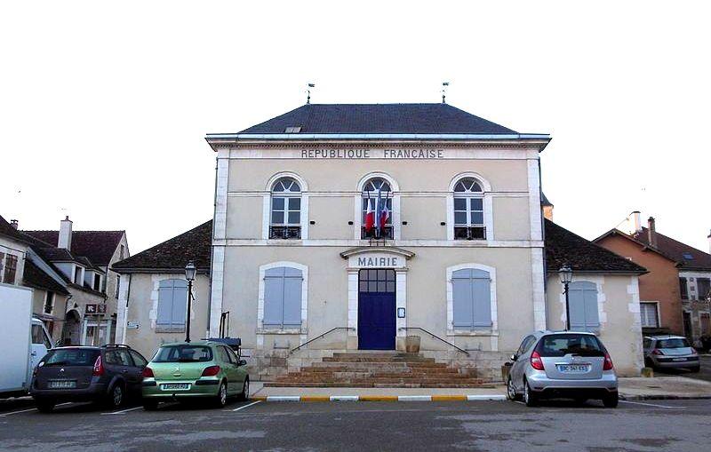 Cravant (89) La Mairie